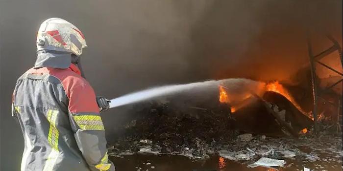 bahrain,fire,engulfs,warehouse,salman,industrial,area