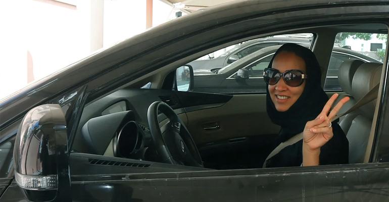 uae,women,driving