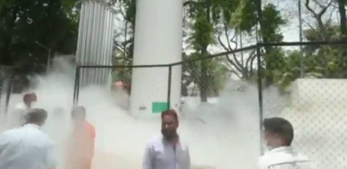 india,oxygen,tank,leak,hospital,maharashtra,engines,rushed