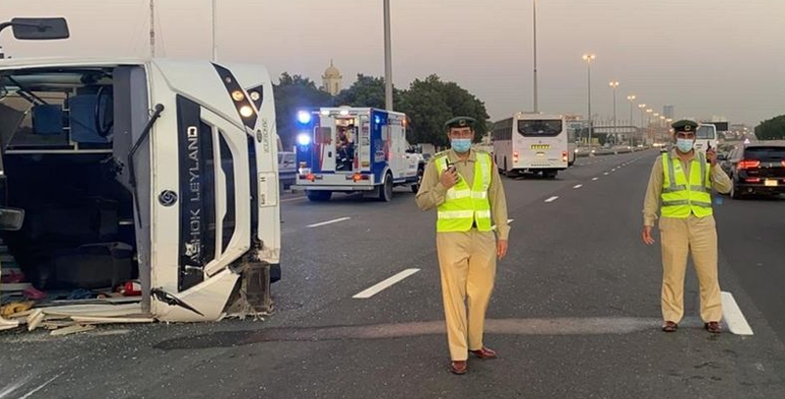 dubai,road,bus,crashes,ummsuqeim,people,injured