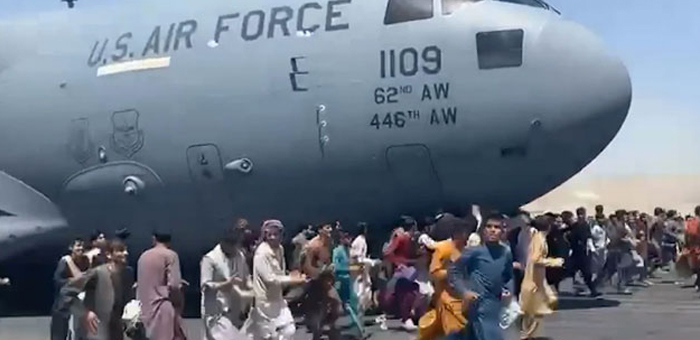 landing,gear,us,plane,people,clung,kabul,body,found