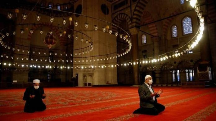 saudi,social,distance,maintained,saudi,mosques,government,proposal