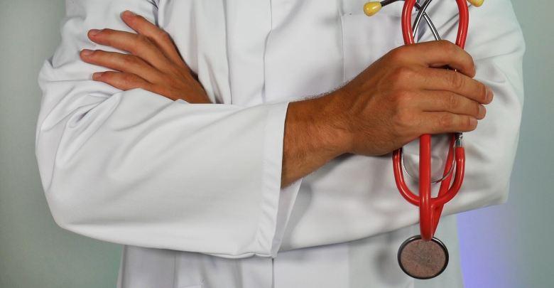 oman,indigenization,health,sector